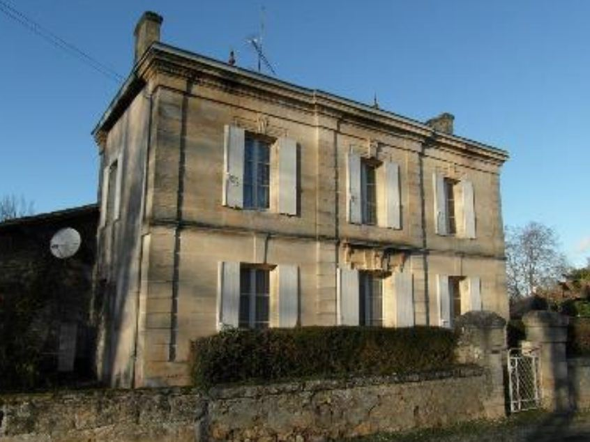 дом в Бордо с винодельней